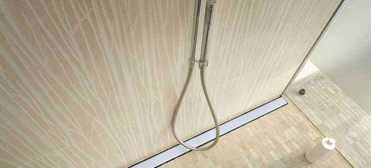 Comment bien carreler sa douche italienne blog carrelage for Pose carrelage douche italienne