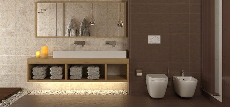 Salle de bains avec carrelage galet