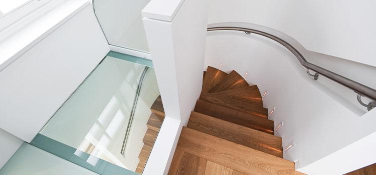 Dalle en verre au dessus des escaliers