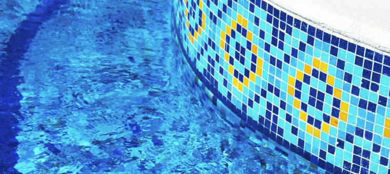 optez pour le carrelage pour une piscine du plus bel effet blog carrelage. Black Bedroom Furniture Sets. Home Design Ideas