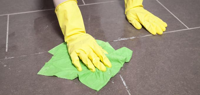 Nettoyage du carrelage avec un produit DIY