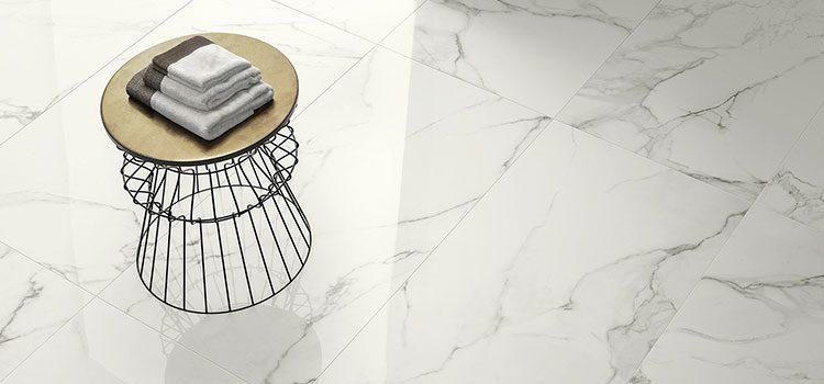 carrelage imitation marbre pour une salle de bains raffinée