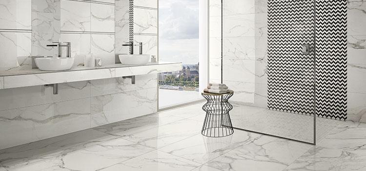 Carrelage imitation marbre pour une salle de bains luxueuse