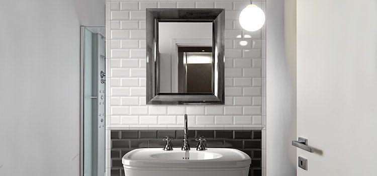 Carrelage métro noir et blanc salle de bains vintage