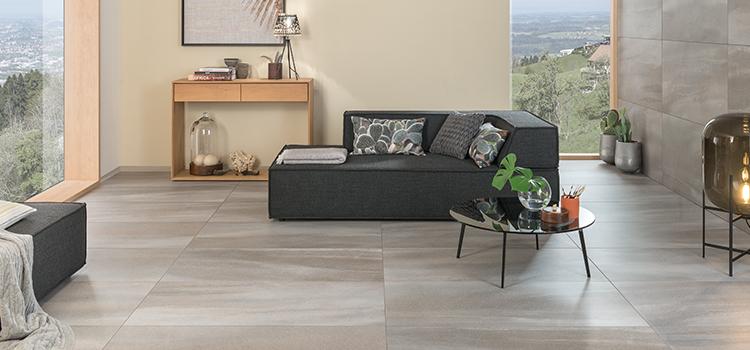 Salon avec carrelage à grandes dalles à effet texturé