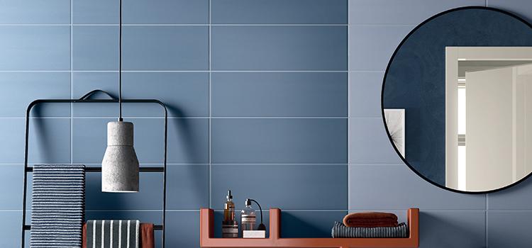 Carrelage gris mat dans une salle de bains contemporaine