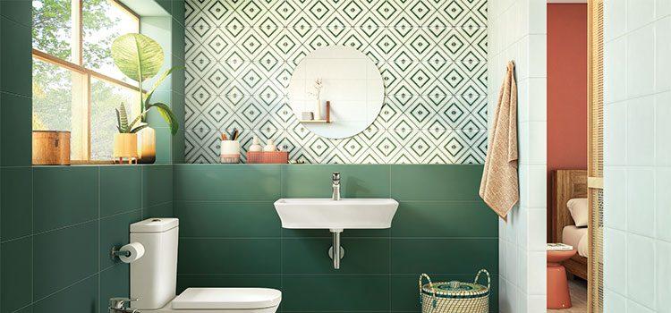 salle de bain moderne avec carrelage vert tendance Jungalow