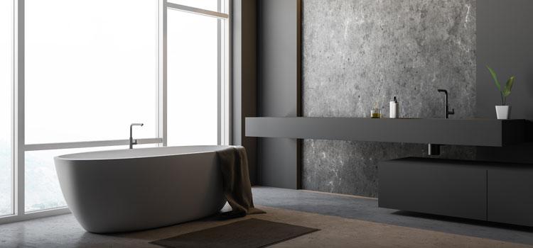 salle de bains avec carrelage en pierre naturel gris