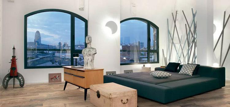 Sol en vinyle imitation bois dans chambre à coucher
