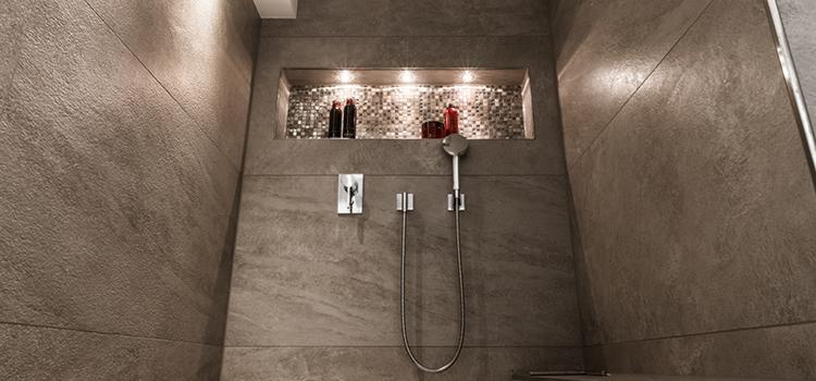 Carrelage sans joint dans une douche