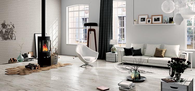 Salon bohème avec carrelage façon bois blanc