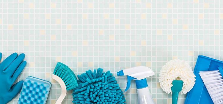 Visuel regroupant tous les produits ménagers nécessaire pour entretenir son carrelage
