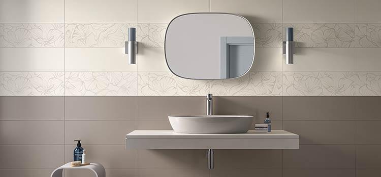 carrelage mis en valeur au dessus d'une vasque de salle de bains