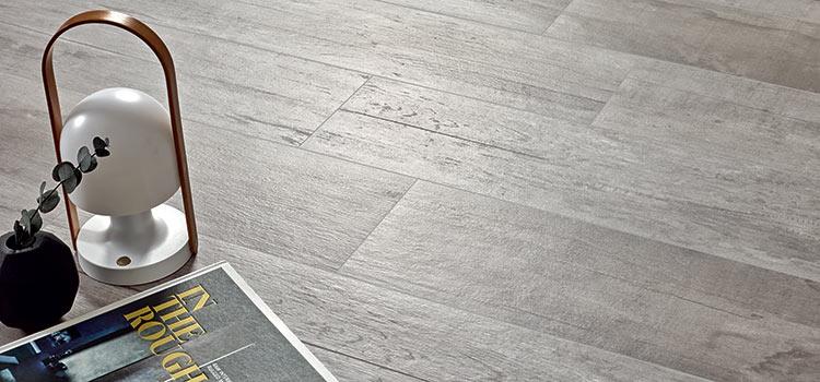 carrelage imitation bois de couleur gris