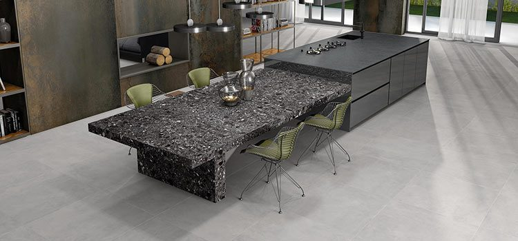 carrelage gris installé dans une cuisine