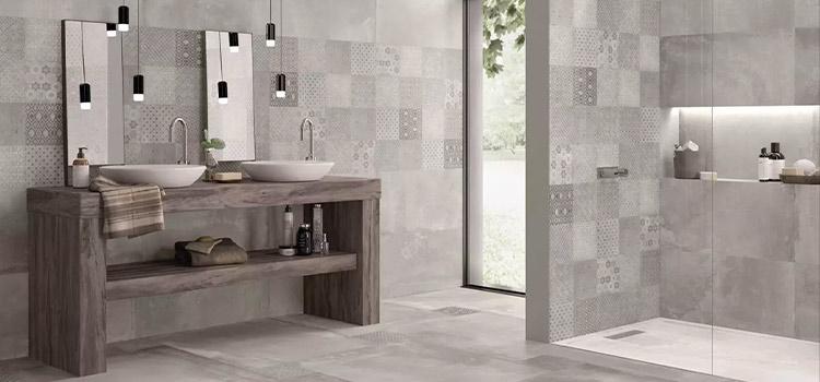 salle de bains moderne avec une douche italienne