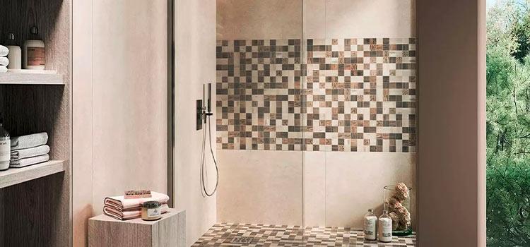 carrelage mosaïque installé dans une douche italienne