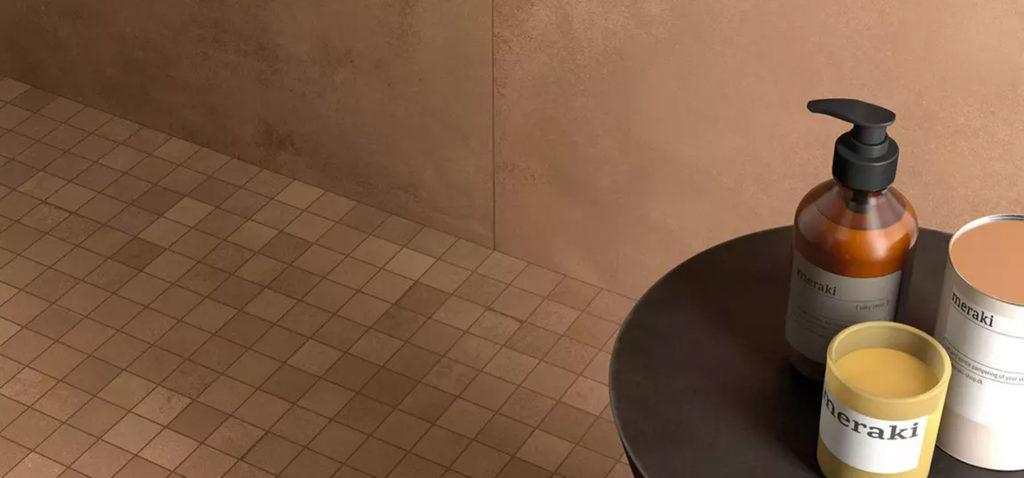 carrelage mosaïque dans une douche italienne