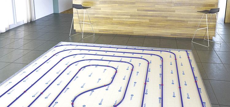 présentation du plancher chauffant sous le carrelage dans la cuisine