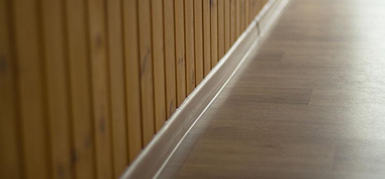 plinthe de carrelage en bois